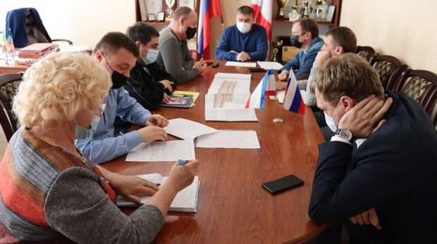 Михаил Слободяник провёл совещание по вопросу соблюдения законодательных норм и использования территории кооперативом «Нептун» Штормовского сельского поселения