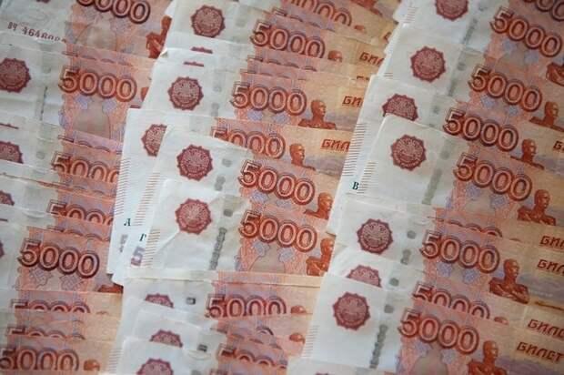 Опрос: россияне считают зарплаты врачей и учителей несправедливо низкими