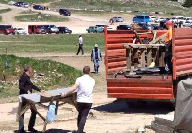 Власти Ялты прекратили работу 18 нелегальных торговых точек на Ай-Петри