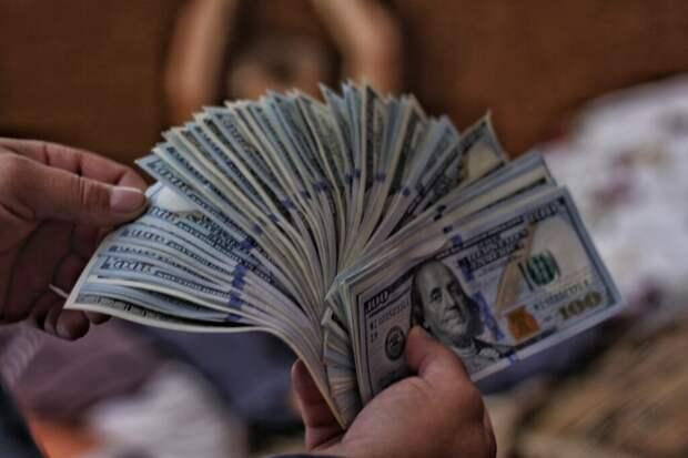 _доллары_лотерея-1024x683 Выигрышный лотерейный билет на 1 миллион долларов найден во время уборки дома