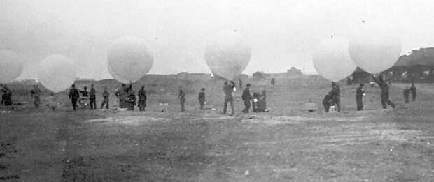 Возможно, это изображение (воздушный шарик и на открытом воздухе)