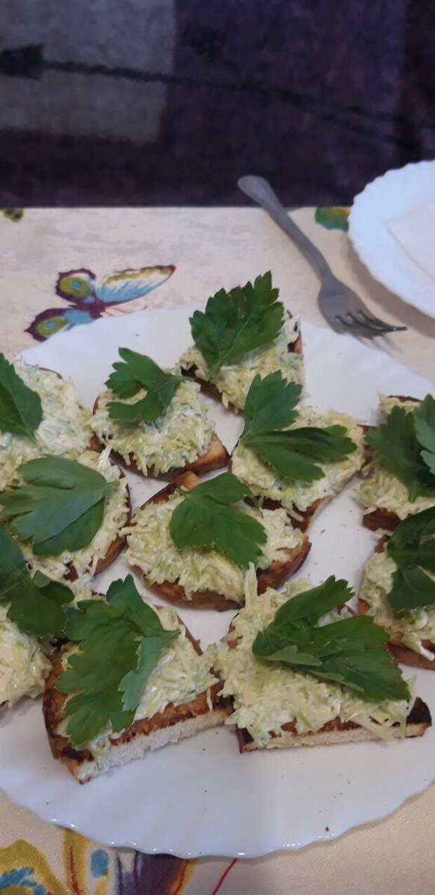 Фото автора. Бутерброды с авокадо в новый год 2019