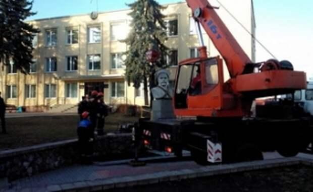 Родственники Чапаева попросили Лукашенко отдать в Россию памятник, демонтированный в Гродно