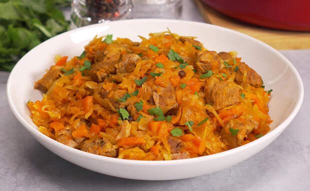 Добавляем в квашеную капусту 300 граммов свинины, и мясо к ужину 2 дня уже не требуется