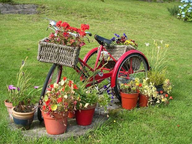 Цветочная клумба из старого велосипеда