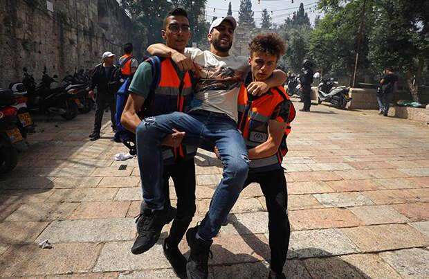 Новые столкновения в Восточном Иерусалиме: пострадали сотни человек