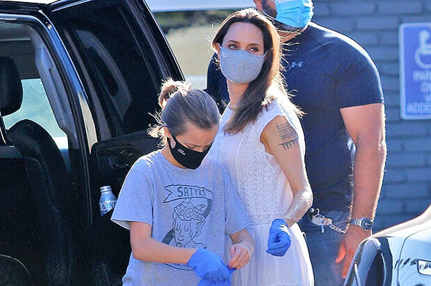 Анджелина Джоли устроила шопинг с дочерью Вивьен после недавнего визита Брэда Питта в их дом