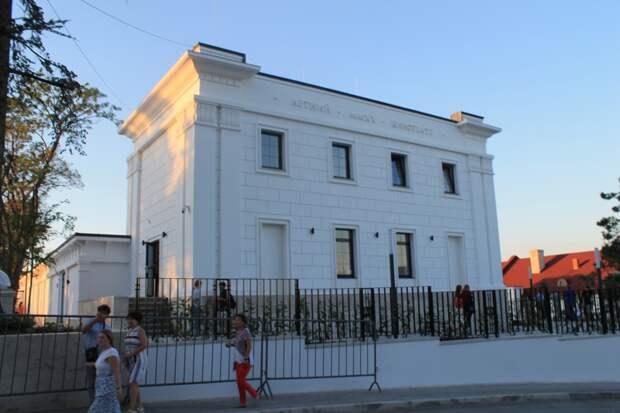 Чалый подарил Севастополю реконструированный Матросский бульвар