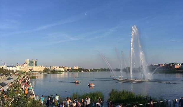 ВКазани начали включать фонтаны