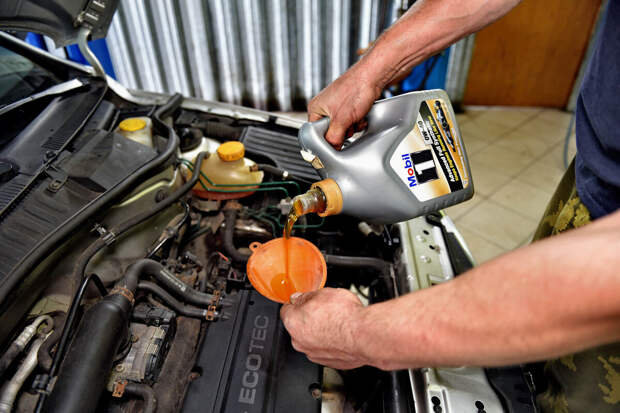 Моторист поставил точку: можно ли смешивать разные моторные масла между собой?