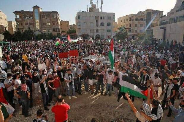 Иорданцы штурмуют израильскую границу взнак солидарности спалестинцами