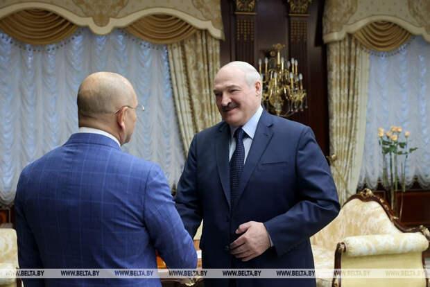 Нашёл своего «Медведчука»: Лукашенко битый час расшаркивался перед жуликом из «Слуги народа»