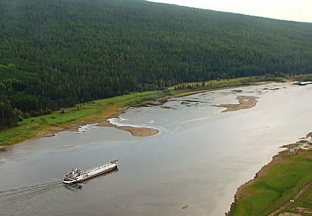 На реке Лена при загрузке танкера произошёл разлив дизельного топлива