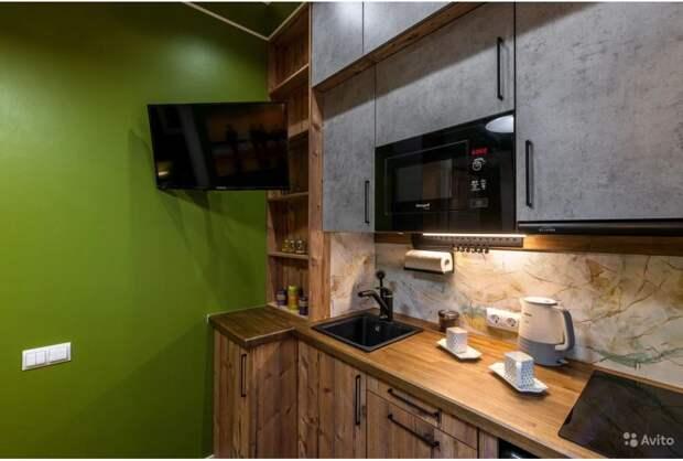 Пусть маленькая, зато есть: 5 квартир с крошечными кухнями