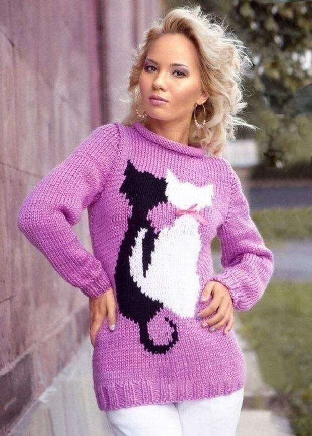 Милый пуловер с кошечками.