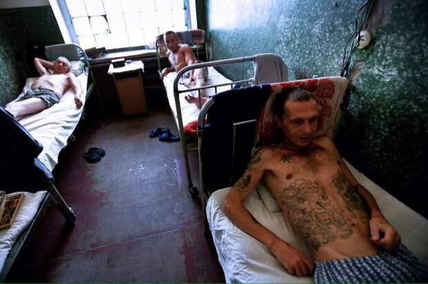 Наследие 90-ых: «Дети тьмы», фотопроект Брента Стиртона, Украина, 2011 год