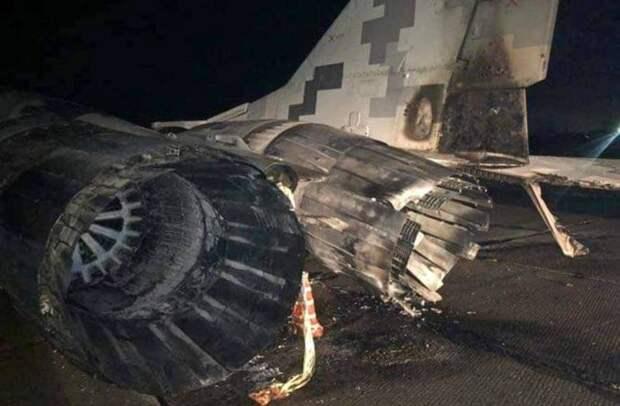 Восстановлению не подлежит: появились фото сгоревшего на Украине МиГ-29