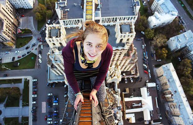 Очаровательная москвичка делает самые опасные селфи