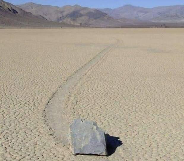 «Живые» камни в Долине Смерти