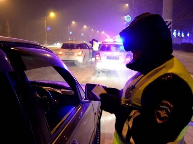 Пьяный житель Бурятии дал сотруднику ДПС взятку в футляре из компакт-диска