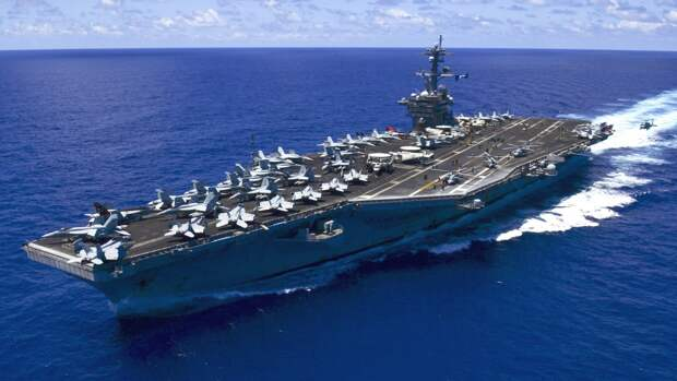 """В США объяснили, почему мощнейший американский авианосец стал """"дырой"""" в бюджете"""