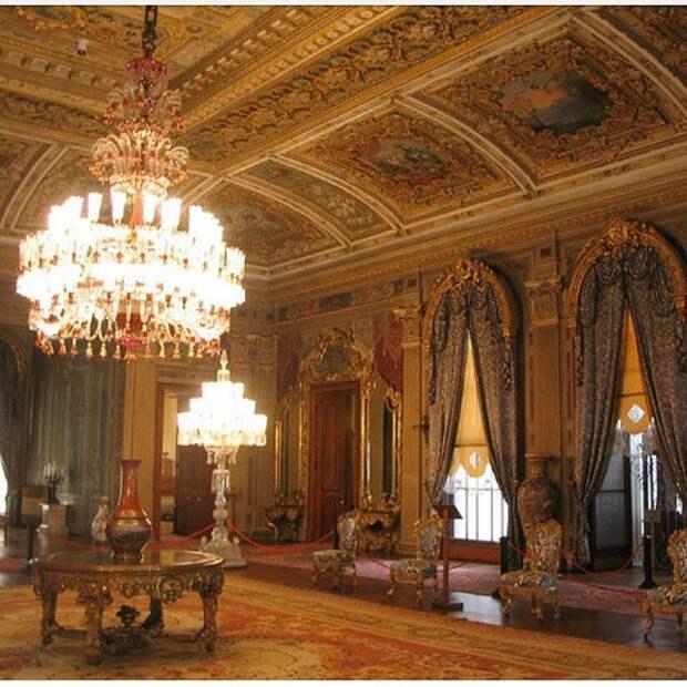 Роскошный дворец, 185 миллионов долларов и жена-шопоголичка президента Эрдогана