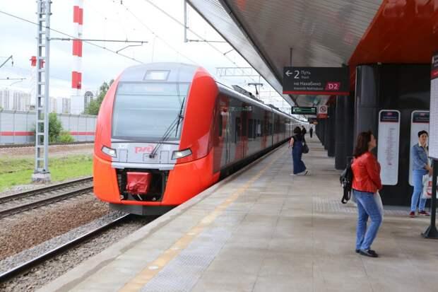 Поезда до «Трикотажной» сегодня утром прибывали с опозданием