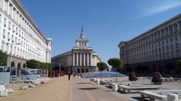 Члены НАТО выразили солидарность Болгарии в противостоянии с Россией