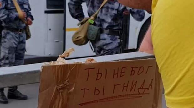 «Эта гнида должна жить вечно»: житель Казани лишил казанского стрелка звания «бога»