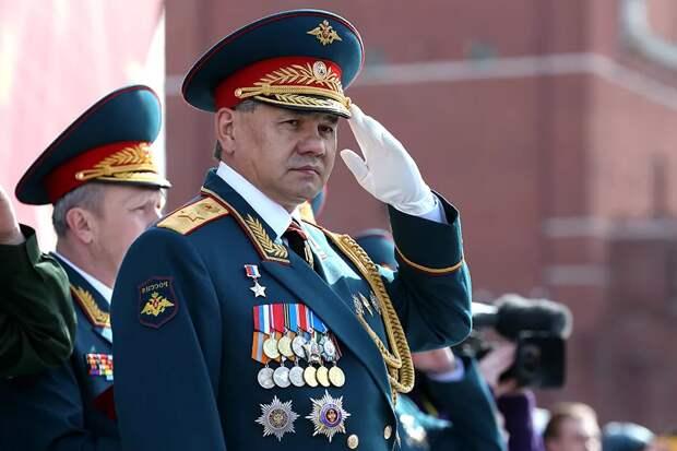 На параде Победы С. Шойгу похвастался многими медалями и орденами (и рассмешил людей сведущих)