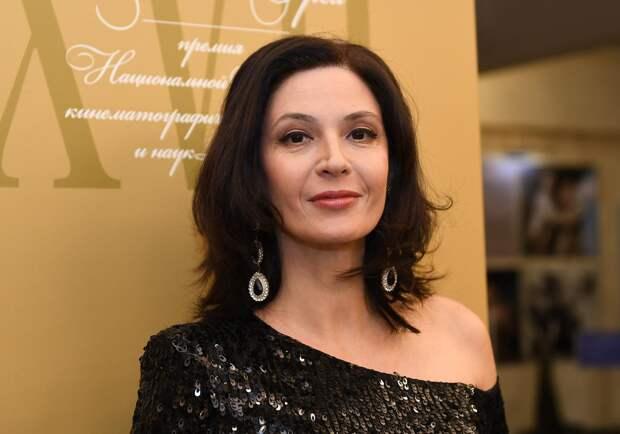 Актриса Лидия Вележева задержала вылет, устроив дебош в самолете