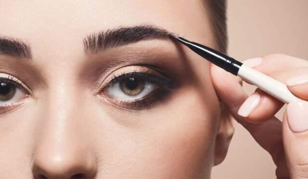 Чем профессиональные кисти для макияжа отличаются от обычных