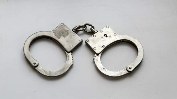 Взявший в заложники женщину с ребенком грабитель оказался судим шесть раз