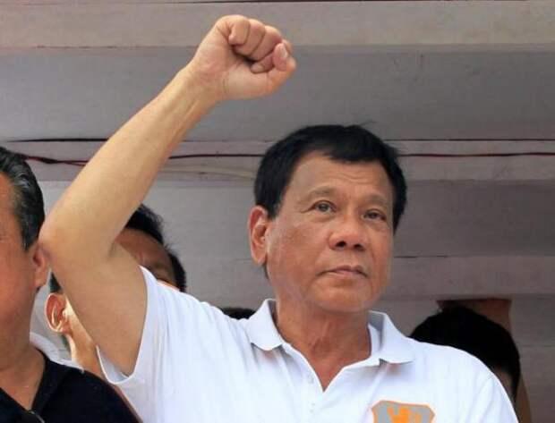 Опальный президент Филиппин, обругавший Обаму, неожиданно получил поддержку Пекина