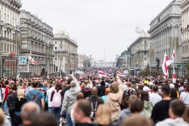 Лукашенко обвинил протестующих в осложнении ситуации с COVID-19