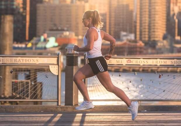 Благодаря эстрогену мышцы устают позже, поэтому девушки могут тренироваться на 75% дольше / Фото: runningbrina.com