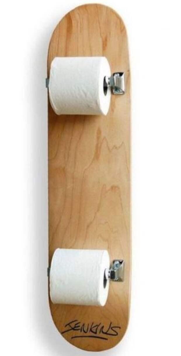 Скейт в туалете?!