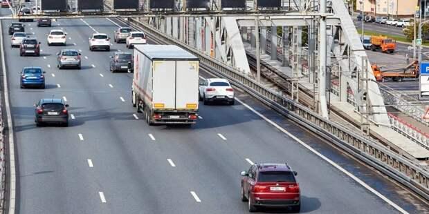 Собянин: ограничения транзита грузовиков по МКАД себя полностью оправдало.Фото: М. Денисов mos.ru