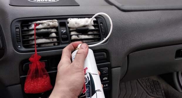 Как провести очистку дефлекторов в салоне автомобиля