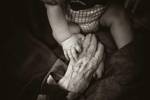 Из любви к умирающей бабушке 12-летний мальчик добился вакцинации через суд