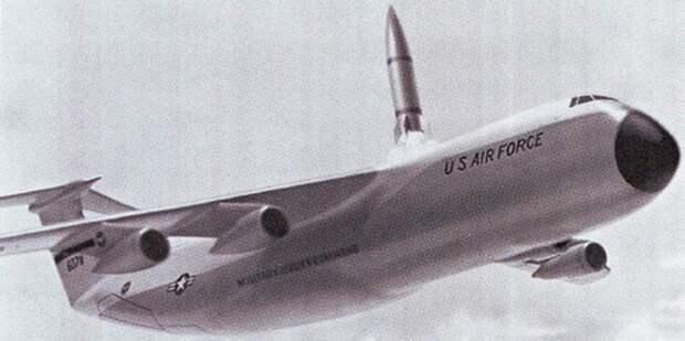 Запуск ракеты Поларис из вертикальной пусковой установки наС-5А