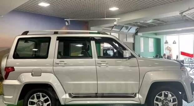 Автолюбители раскритиковали УАЗ «Патриот» с «допами» от дилера за 1,8 млн рублей