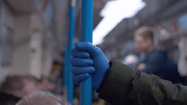 Московские власти опровергли информацию о необязательном использовании перчаток в транспорте