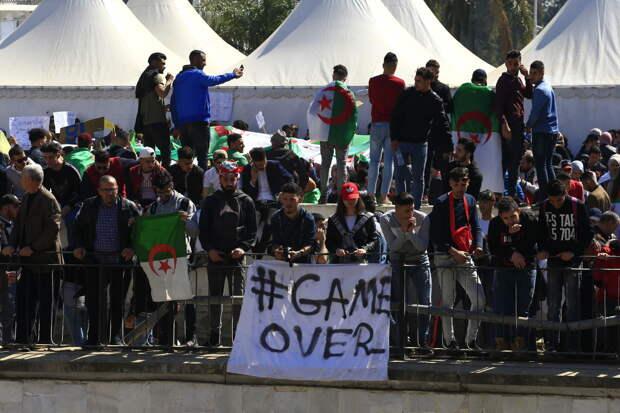 Почему «уход» Бутефлики грозит Алжиру ещё большими потрясениями