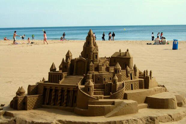 Замок на песке.
