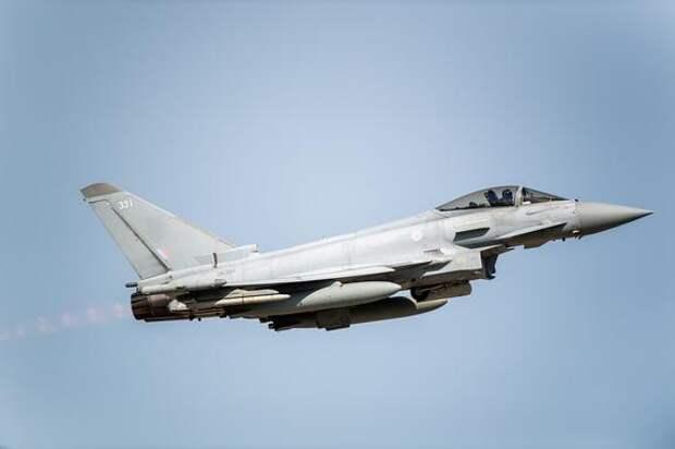 Avia.pro: российские ПВО могли развернуть британские истребители Eurofighter Typhoon у границ Сирии
