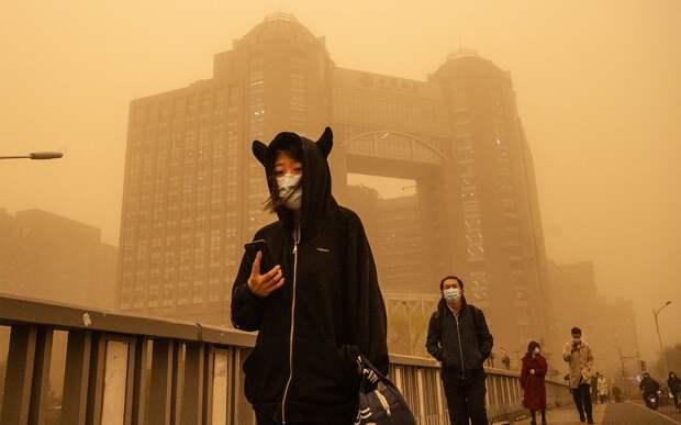 «Настоящий апокалипсис!» На Пекин обрушилась самая мощная песчаная буря за последние 10 лет