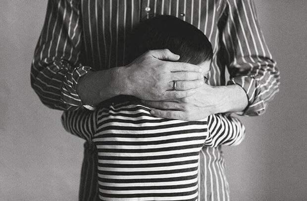 Требование отца придает энергию, а требование матери отбирает