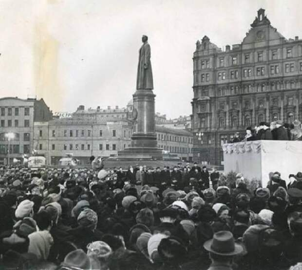 Красный реванш. Памятник Дзержинскому испугал либералов