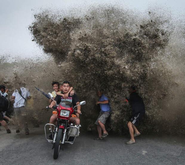 Пылевое облако сзади. | Фото: enteresan.com.